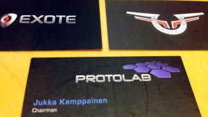 Toroidions, Protolabs och Exotes visitkort