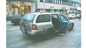 Registerplåten har blåst av från en bil.