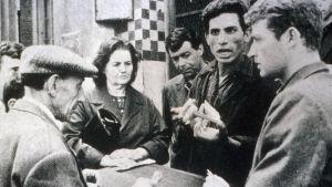 Brahim Haggiag ja muita elokuvassa Taistelu Algeriasta