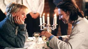 Bild av Josefin Nilsson och Björn Kjellman i filmen Adam och Eva.