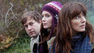 ¨Jack (Mark Duplass), Iris (Emily Blunt) ja Hannah (Rosemarie DeWitt) elokuvassa Sun siskos systeri
