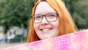 Marjo Lappalainen Body Pride -kulkueessa.