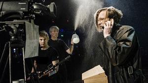 Foto från Sånger vid randen av ett grått hav på Svenska Teatern.