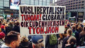 tusen personer demonstrerade på Nrinkens torg