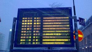 Tavla med avgångs- och ankomsttider för tåg.