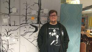 Kajaanilainen Markku Karjalainen vertaistukee muita peliriippuvuudesta kärsiviä.