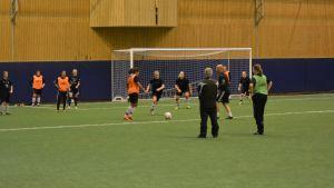 FC United tränar i Tellushallen.