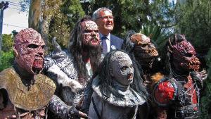 Lordi på besök hos ambassadör Ole Norrback i Aten under ESC 2006.
