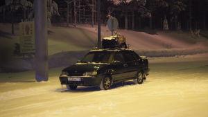 En av bilarna som hämtade asylsökande till Salla