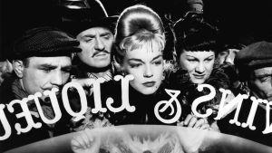 Simone Signoret kuvassa keskellä elokuvassa Rakastajatar.