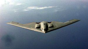 Amerikanskt B-2 Spirit stridsföygplan fällde tre bomber över kinesiska ambassaden i Belgrad. Tre personer dödades
