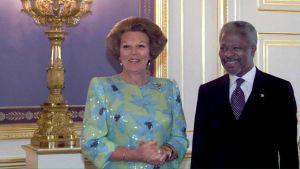 Beatrix av Nederländerna och Kofi Annan.