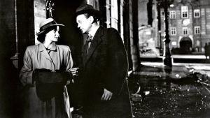 Alida Valli ja Joseph Cotten elokuvassa Kolmas mies
