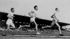 Edvin Wide, Ville Ritola och Paavo Nurmi löper 5000 meter i OS i Paris 1924.