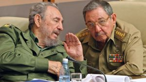 Bröderna Fidel och Raúl Castro 23.12.2003