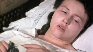 Pirkko Nurmi esittää Edith Södergrania televisioelokuvassa Maa jota ei ole (1977).