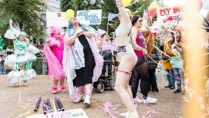 Body Pride -kulkue Helsingin Esplanadilla.