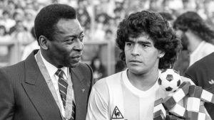 Pelé och Diego Maradona fotograferade hösten 1987.