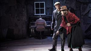 Foto från Svenska Teaterns uppsättning av Tro.