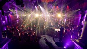 Redrama esiintyy Classical Trancelations -konsertissa. Helsingin kaupunginorkesterin kapellimestarina Eero Lehtimäki.