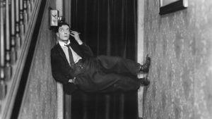 Buster Keaton elokuvassa Poliisit
