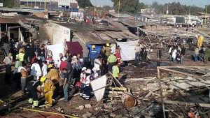 Röjande pågår efter att en fyrverkerimarknad exploderade i Mexiko.