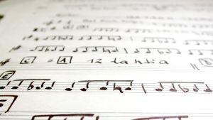 Noter på ett papper