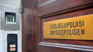 Skyddspolisens dörr