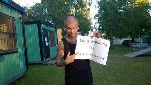 När Linus Svenning spelade i Vasa träffade han Veckoslutskommittén.