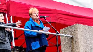 Tarja Halonen håller tal.