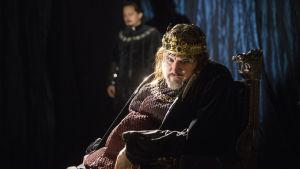 Kristo Salminen som Rikhard III på Nationalteatern.