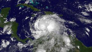 Satellitbilden av orkanen Matthew togs på måndagen innan den slog till mot Haiti. Matthew är den kraftigaste orkanen på sju år i Atlanten