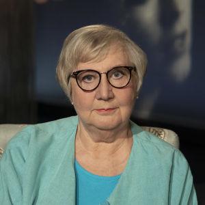 Kirjailija Anneli Kanto Flinkkilä & Kellomäen haastattelussa Mediapoliksen studiolla Tampereella.