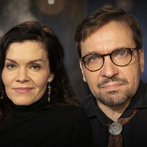 Sisarukset Pinja Rautio ja Janus Hanski kuvattuna Mediapoliksen studiolla Tampereella Ani Kellomäen haastattelussa.
