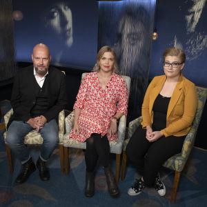 Olavi Sydänmaanlakka, Miila Halonen-Saari ja Milla Malin Mediapoliksen studiossa keskustelemassa nuorten mielenterveysongelmista.