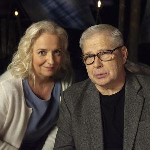 Toimittaja Maarit Tastula ja professori Markku Kuisma