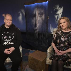Lastensuojelun asiantuntija Onni Westlund ja lapsiasiavaltuutettu Elina Pekkarinen Mediapoliksen studiossa Anne Flinkkilän vieraina.