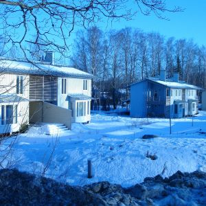 Hus i  en vintrig ekoby i Bromarv.