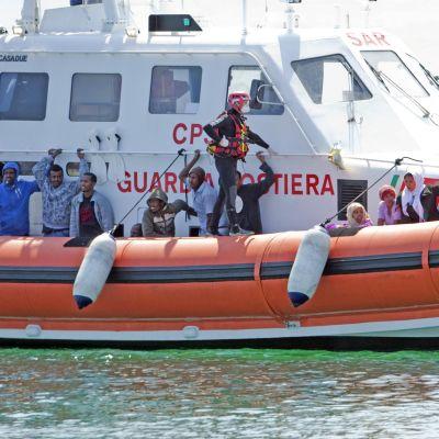 Många immigranter tar sig först till ön Lampedusa. Bild från juli.