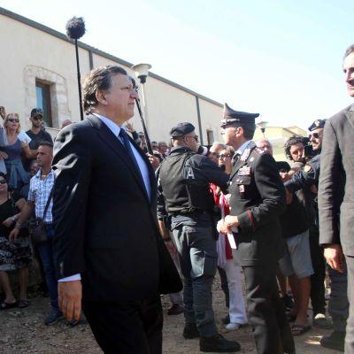 Komission puheenjohtaja José Manuel Barroso vieraili Lampedusan saarella 9. lokakuuta 2013.