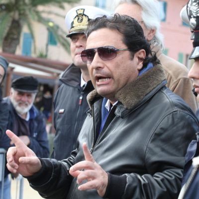 Costa Concordian kapteeni Francesco Schettino puhuu toimittajille 27.2. 2014.