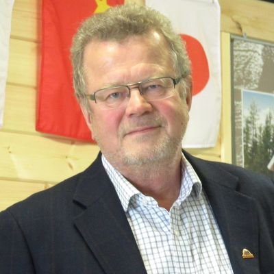 Honkamajojen toimitusjohtaja Kari Tolvanen solmi torstaina aiesopimuksen 4000 neliön hirsihotellista Changchuniin Kiinaan.