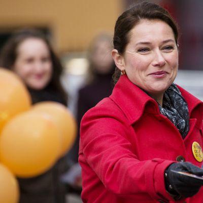 Sidse Babett Knudsen Vallan linnake -tv-sarjassa.