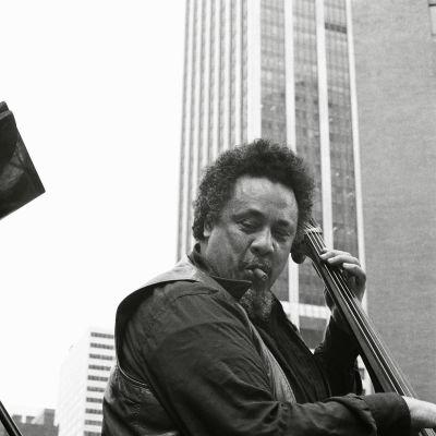 Charles Mingus soittaa New Yorkissa 1976