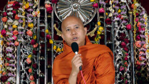 Yksi Myanmarin rohingya-heimonheimon vainoajista on arvostettu buddhalaismunkki Wirathu.