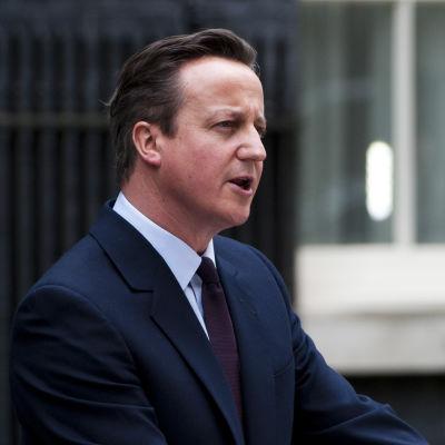 Premiärminister David Cameron uttalar sig utanför sin tjänstebostad i London den 8 maj 2015.