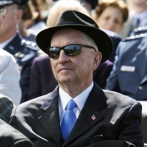 Ross Perot i närbild, iförd solglasögon år 2006.
