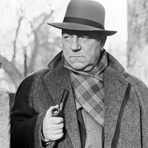 Komisario Jules Maigret (Jean Gabin)