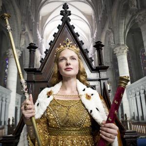 Elizabeth Woodville (Rebecca Ferguson) nousee levottoman Englannin kuningattareksi.