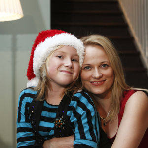 Kuvassa Tuija Haavisto (Fanni Suomi) ja Minna Alajoki (Anu Niemi).